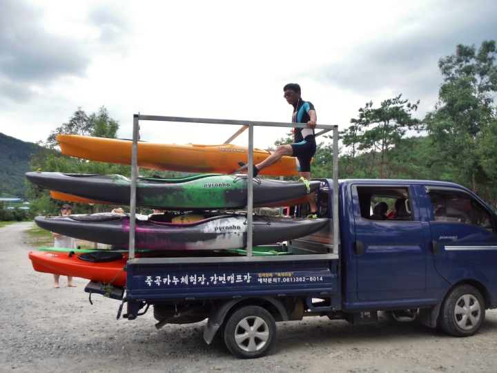 The kayak truck.